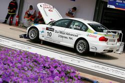 Augusto Farfus, BMW Team RBM, BMW 320si retiring from the race