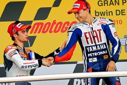 Podio: ganador de la carrera Jorge Lorenzo, Fiat Yamaha Team, segundo lugar Dani Pedrosa, Repsol Hon