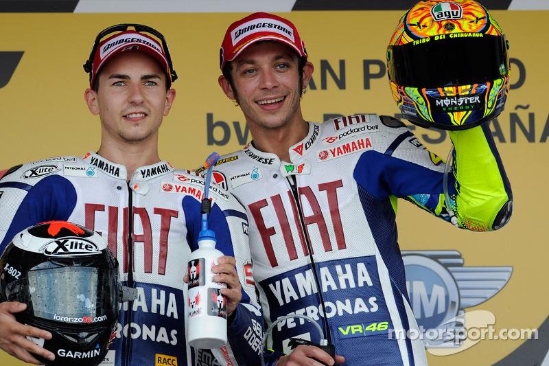 Podio: ganador de la carrera Jorge Lorenzo, Fiat Yamaha Team, tercer lugar Valentino Rossi, Fiat Yam