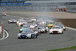 Start: #10 Hexis AMR Aston Martin DB9: Clivio Piccione, Jonathan Hirschi