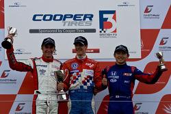 F3 podium: de la gauche Oli Webb, James Calado et Dasisuke Nakajima