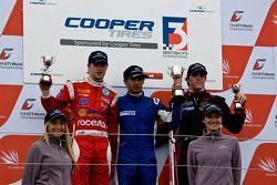National class podium: James Cole, Menasheh Idafar en Luiz Razia