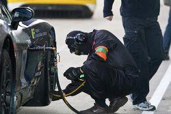 Mad-Croc Racing teamlid aan het werk