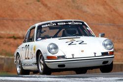 67 Porsche 911: Ronnie Retall