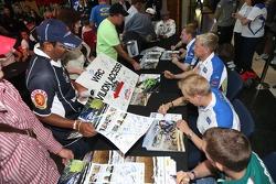 Le BP Ford Abu Dhabi World Rally Team à a session d'autographes