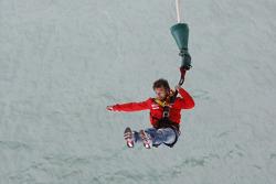 Sébastien Loeb saute depuis le Aucklet Bridge