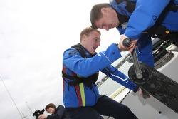 Jari-Matti Latvala et co-pilote Miikka Anttila à fond pour la course de bateaux Ford vs Citroen