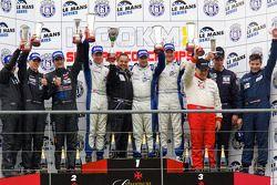 FLM podium: vainqueurs de la catégorie vainqueurs de la catégorie Steve Zacchia, Luca Moro et Wolfgang Kaufmann, 2e Dominik Kraihamer, Nicolas de Crem et Bernard Delhez, 3e Peter Kutemann, Maurice Basso et John Hartshorne