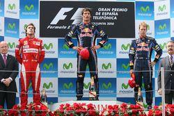 Подиум: победитель гонки Марк Уэббер, Red Bull Racing, второе место Фернандо Алонсо, Scuderia Ferrari, третье место Себастьян Феттель, Red Bull Racing