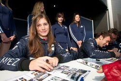 Autograph session: Cyndie Allemann