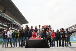 The drivers with a cake to celebrate the 20th anniversary of the GP