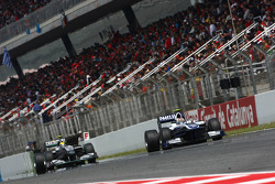 Nico Hulkenberg, Williams F1 Team leads Nico Rosberg, Mercedes GP Petronas