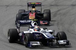 Nico Hulkenberg, Williams F1 Team, leads Jaime Alguersuari, Scuderia Toro Rosso