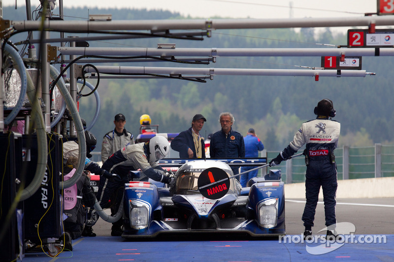 Pitstop #1 Team Peugeot Total Peugeot 908 HDi-FAP: Marc Gene, Alexander Wurz, Anthony Davidson