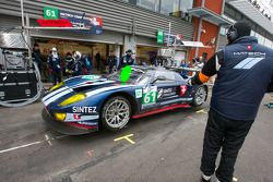 Pit stop for #61 Matech Competition Ford GT: Cyndie Allemann, Rahel Frey, Yann Zimmer