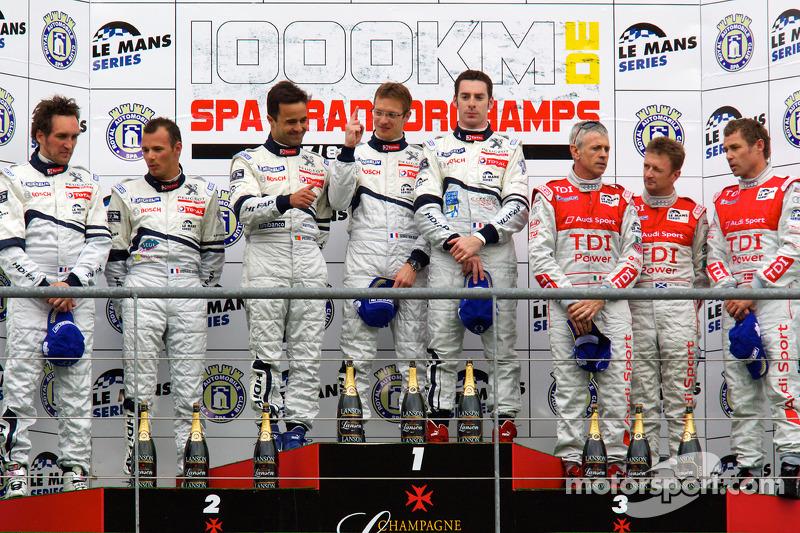 LMP1 podium: class et toutes catégories vainqueurs Pedro Lamy, Sébastien Bourdais et Simon Pagenaud, 2e Franck Montagny, Stéphane Sarrazin et Nicolas Minassian, 3e Rinaldo Capello, Tom Kristensen et Allan McNish