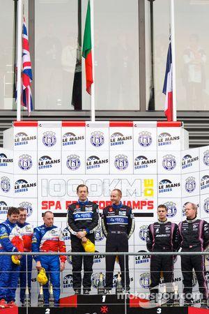 LMP2 podium: klassewinnaars Miguel Amaral en Olivier Pla, tweede plaats Thomas Erdos, Mike Newton en