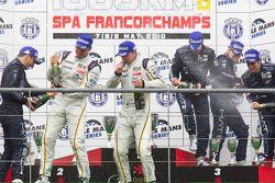 LMGT1 podium: klassewinnaars Bas Leinders, Markus Palttala en Eric de Doncker, tweede plaats Thomas