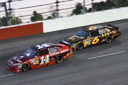 Tony Stewart, Stewart-Haas Racing Chevrolet en David Ragan, Roush Fenway Racing Ford