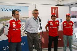 CEO, Aldar Properties presents Fernando Alonso, Scuderia Ferrari ve Felipe Massa, Scuderia Ferrari v