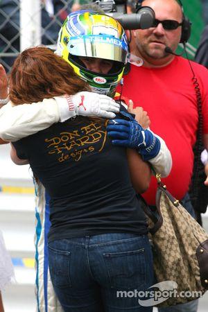 Ganador de la carrera Sergio Pérez celebra