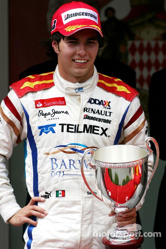 Podio: ganador de la carrera Sergio Pérez
