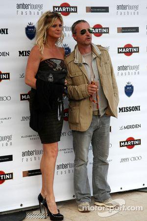 Rachel Hunter, Eddie Irvine (IRL) Ex F1 pilotu , Amber Lounge moda gösterisinde