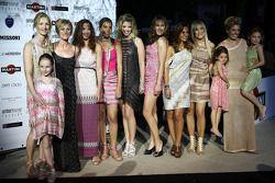 ladies ve kız arkadaşıs Formula 1, Amber Lounge moda gösterisinde