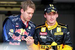 Sebastian Vettel, Red Bull Racing tercero y Robert Kubica, Renault F1 Team segundo