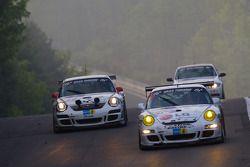 #85 Steam Racing Porsche 911: Michael Schratz, Johannes Siegler, #48 Level Racing Porsche 997: Bruno