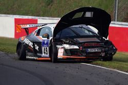 #49 Audi R8:Alexander Krebs, Chris Vogler, Ellen Lohr, Guido Naumann accident et tries to keep going
