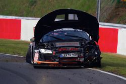 #49 Audi R8: Alexander Krebs, Chris Vogler, Ellen Lohr, Guido Naumann crasht en probeert zijn weg te