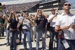 Les fans regardent le sho aérien