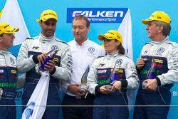 AT podium: klasse winnaars Nasser Al Attiyah, Vanina Ickx, Dieter Depping en Klaus Niedzwiedz