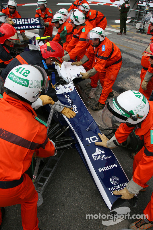 Nico Hulkenberg, Williams F1 Team crash bij uitkomen tunnel