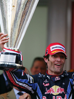 Podyum: first place Mark Webber, Red Bull Racing
