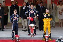Podio: ganador de la carrera Mark Webber, Red Bull Racing, segundo lugar Sebastian Vettel, Red Bull Racing y el tercer lugar Robert Kubica, Renault F1 Team
