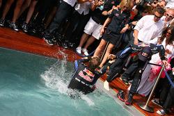 2. Sebastian Vettel, Red Bull Racing tries to push Mark Webber, Red Bull Racing intot he pool