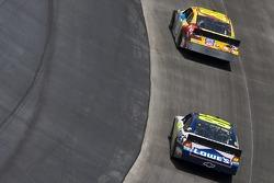 Kyle Busch, Joe Gibbs Racing Toyota en Jimmie Johnson, Hendrick Motorsports Chevrolet