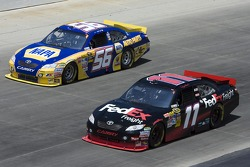 Martin Truex Jr., Michael Waltrip Racing Toyota en Denny Hamlin, Joe Gibbs Racing Toyota