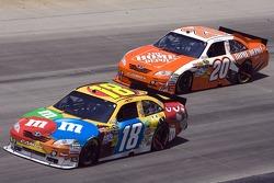 Kyle Busch, Joe Gibbs Racing Toyota en Joey Logano, Joe Gibbs Racing Toyota