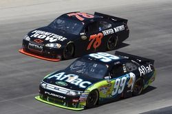Regan Smith, Furniture Row Racing Chevrolet et Carl Edwards, Roush Fenway Racing Ford