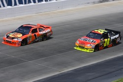 Jeff Gordon, Hendrick Motorsports Chevrolet et Jamie McMurray, Earnhardt Ganassi Racing Chevrolet