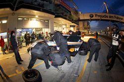 Passage aux stands pour #49 Audi R8:Alexander Krebs, Chris Vogler, Ellen Lohr, Guido Naumann