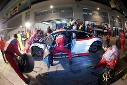 Passage aux stands pour #97 Phoenix Racing Audi R8 LMS: Dennis Rostek, Luca Ludwig, Marc Bronzel, Markus Winkelhock