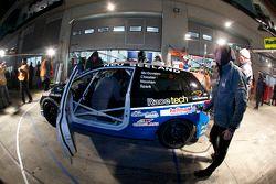 Passage aux stands pour #244 Honda Civic Type-R: Brian McGovern, Mathew Noonan, Mark Corbett, Nichol