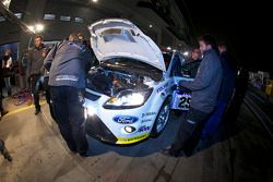 Passage aux stands pour #250 FH Köln Motorsport powered by Ford Ford Focus RS: Jari-Matti Latvala, Anja Wassertheurer, Daniela Schmid