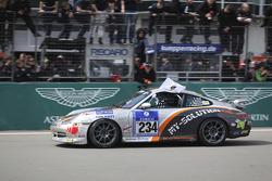 Finishvlag: #234 Porsche 996: Jörg Wiskirchen, auto'sten Welschar, Jens Riemer