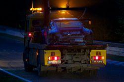#45 Porsche 911 RSR: Norbert Pauels, Wolfgang Deströe, Matthias Teich back sur la dépanneuse after its crash