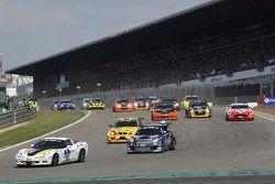 Départ du deuxième groupe : #63 Chevrolet Corvette: Tobias Guttroff, Jens Richter, Arno Klasen, Christian Hohenadel